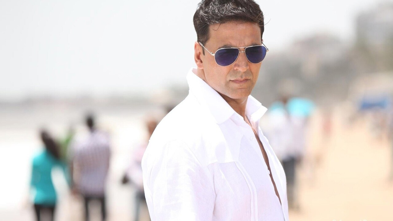 Akshay Kumar Wear Sunglasses