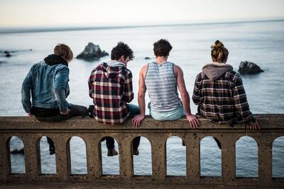 4 Friend Sitting on The Bench