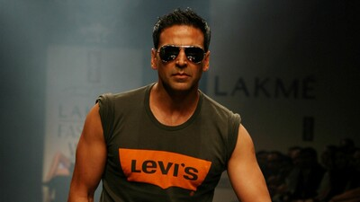 Actor Akshay Kumar in Levis TShirt