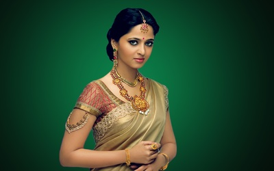 Anushka Shetty In Proper Indian Attire