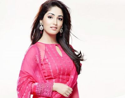 Bollywood Celebrity Yami Gautam In Pink Suit