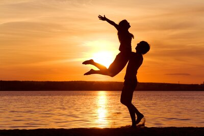 Couple Feeling Love During Sunset Ultra HD Wallpaper