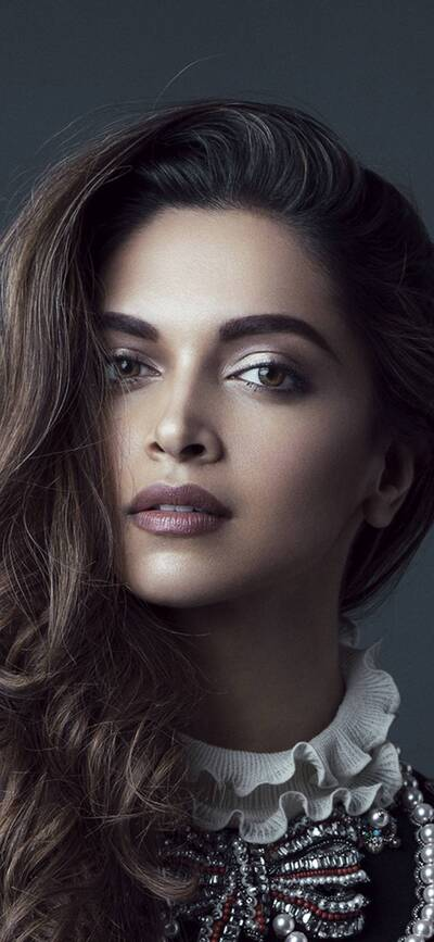 Cute Deepika Padukone Mobile Photo