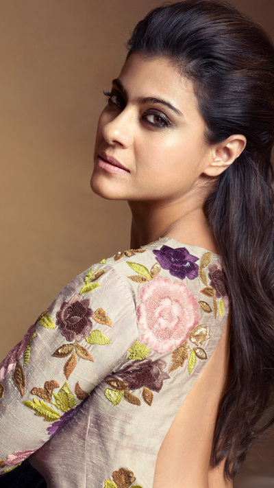 Famous Indian Celebrity Kajol Mobile Pic