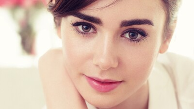 Lily Collins Beautiful American Actress Wallpaper