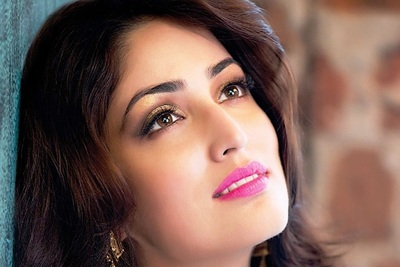Pretty Yami Gautam in Pink Lips