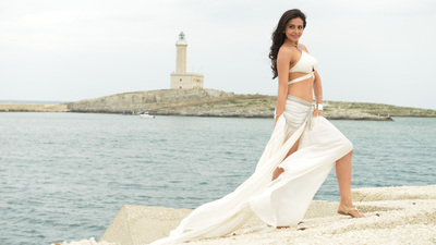 Rakul Preet Singh in White Dress 4K Pic