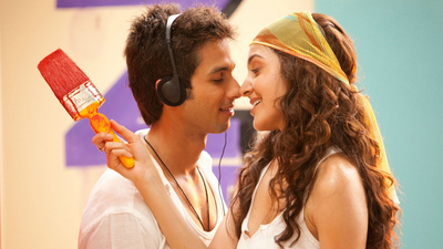 Shahid Kapoor And Anushka Sharma in Badmaash Company Movie